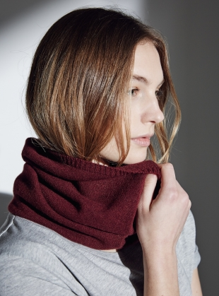 The St.James Smooth Collar Cashmere Snood in Maroon by Lou Dungate