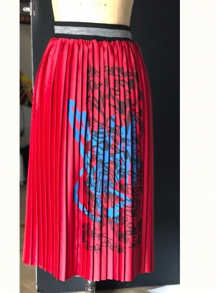 RED PLEAT SCRAWL SKIRT by Simeon Farrar
