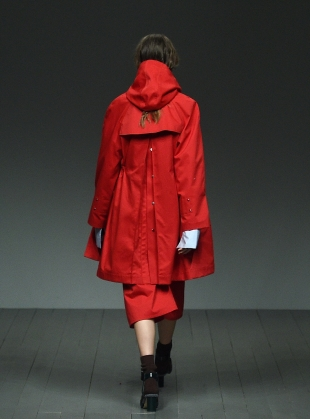 Young British Designers: TOMPKINS Trenchcoat in Red by Eudon Choi