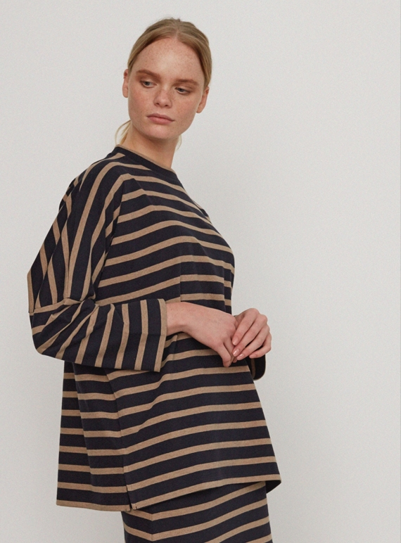 Young British Designers: BILLIE ORGANIC COTTON OVERSIZED TOP  by Beaumont Organic