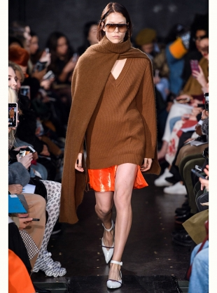 Young British Designers: ANETTA V-NECK BOYFRIEND JUMPER by Eudon Choi