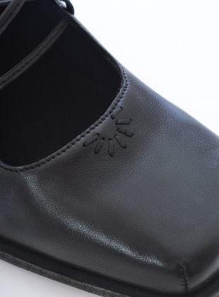 Young British Designers: OLIVIA SHOES. Black Leather - last pair (40) by Renli Su