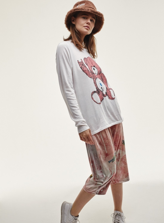 Young British Designers: Long Sleeve T-SHIRT with pink toy bear by Simeon Farrar