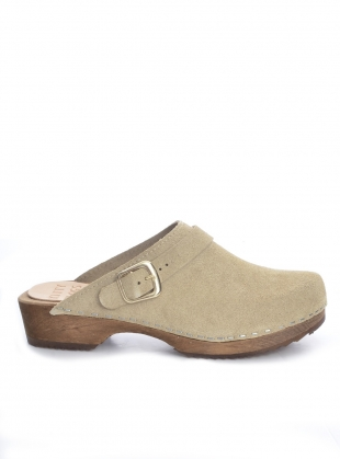 Sand Suede Low Klassisk Strap Clog by Kitty Clogs Sweden