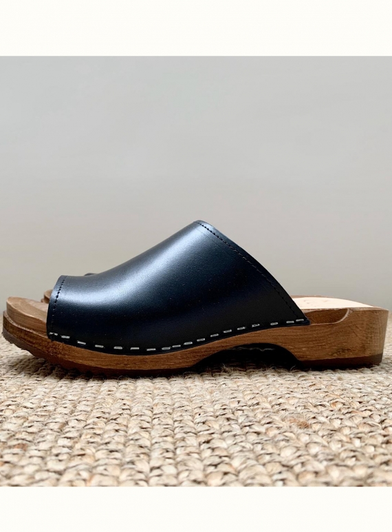 Young British Designers: LOW KLASSISK SOL. Onyx by Kitty Clogs Sweden