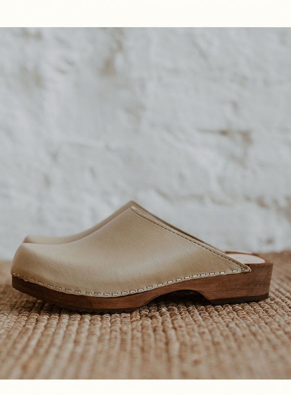 Young British Designers: LOW KLASSISK. Stone - Last pair (40) by Kitty Clogs Sweden