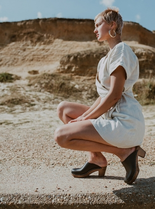 Young British Designers: MID KLASSISK. Onyx by Kitty Clogs Sweden